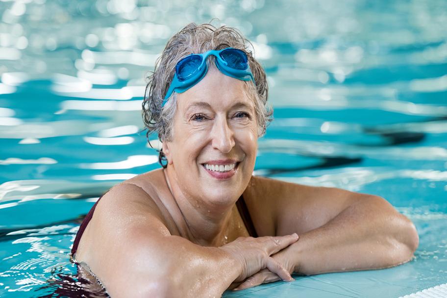 Clases de nataci n master en tomares piscina tomares for Piscina cubierta tomares