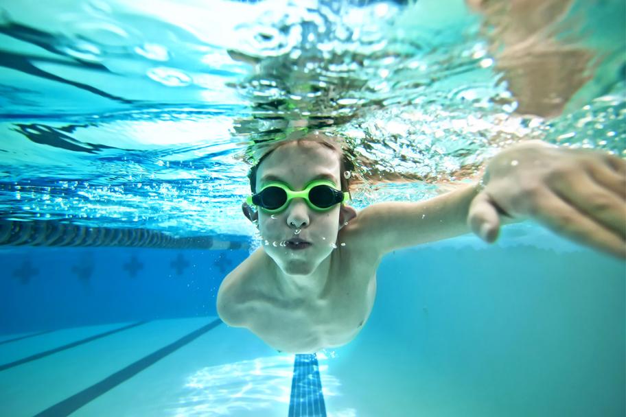 Nataci n salud en tomares piscina tomares for Piscina olimpia vignola telefono